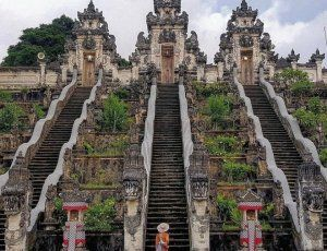 Храм Лемпуянг Лухур