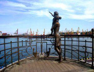 Памятник жене моряка