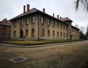 Исторические ворота Биркенау