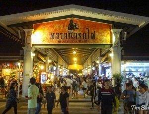 Ночной рынок Talad Rod Fai Train