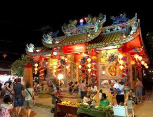 Ночной рынок Маенам
