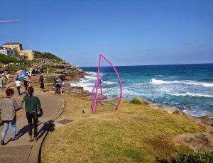 Скульптуры у моря