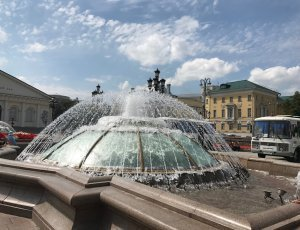 Фонтан Часы Мира на Манежной площади