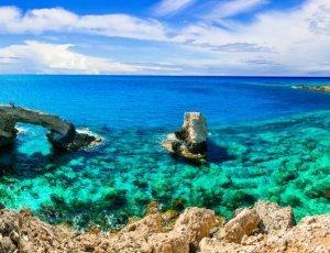 Путешествие с компанией по Кипру на машине