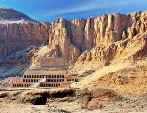 Заупокойный храм Хатшепсут в Дейр-эль-Бахри