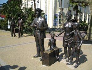 Памятник героям фильма «Брилиантовая рука»