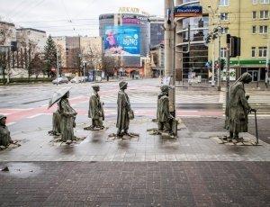 Памятник анонимным прохожим
