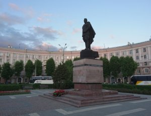 Памятник генералу И.Д. Черняховскому