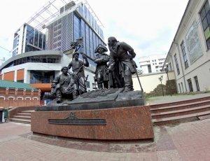 Памятник основателям крепости святителя Дмитрия Ростовского
