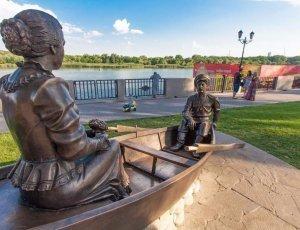 Скульптура «Григорий и Аксинья в лодке»