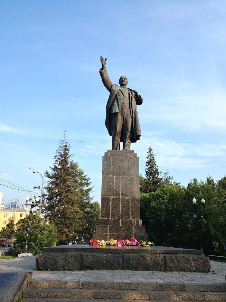 Памятник В. И. Ленину в Иркутске (Россия) с фото и отзывами