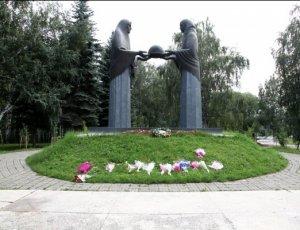 Памятник «Скорбящие матери»
