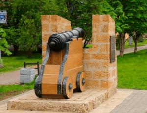 Пушка - Третий бастион Троицкой крепости