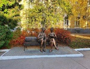 Памятник Лида и Шурик
