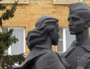 Памятник учащимся школ города Тюмени не вернувшимся с войны