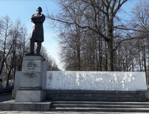 Фото Памятник Некрасову в Ярославле