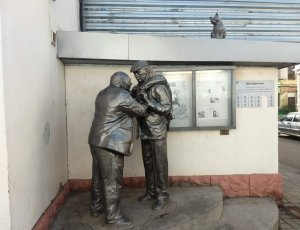 Фото Памятник «Афоня и дядя Коля»