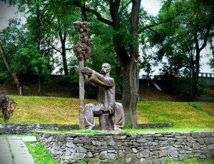 Памятник Лазарю Остаповичу Глобе