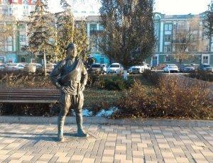 Фото Памятник товарищу Сухову