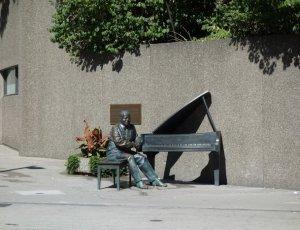 Статуя Оскара Петерсона