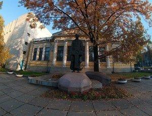 Памятник Дмитрию Ивановичу Яворницкому