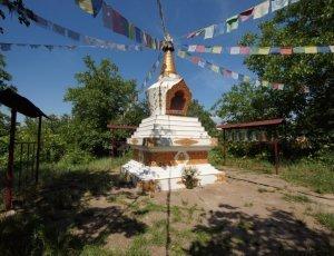 Буддийская ступа: Запорожская буддийская община «Дхарма Чакра»