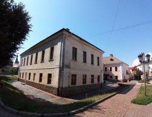 Дворец князей Ракоци: Белый дом