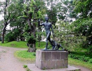 Памятник «Лесной юноша»
