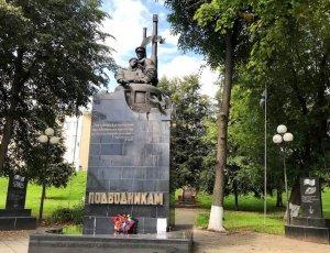 Памятник подводникам