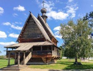 Никольская деревянная церковь из села Глотово
