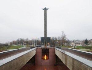 Обелиск Победы и вечный огонь