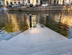 Памятник Гомомонумент