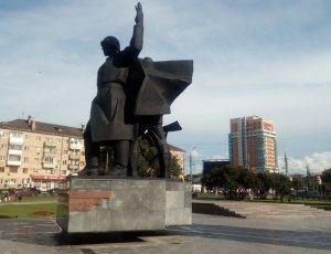 Памятник 3 штыка