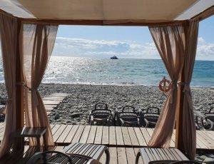 Пляж курорта «Роза Хутор»