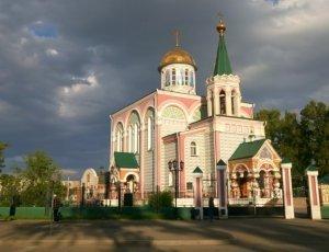 Градо-абаканский Храм в честь Равноапостольных Константина и Елены