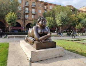 Памятник «Курящая женщина»