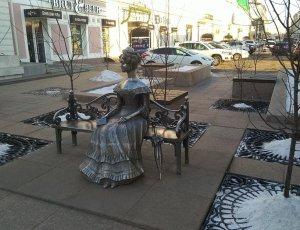 Памятник Любочке