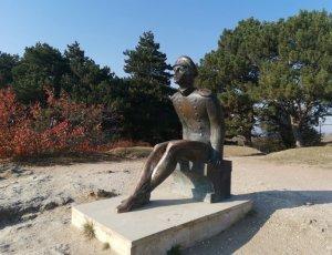 Памятник Лермонтову на горе
