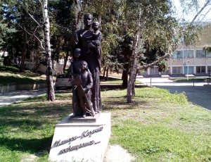 Фото Памятник матери-казачке