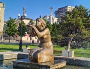 Скульптура «Дарящая воду»