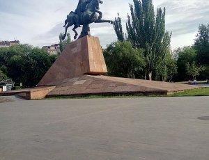 Памятник Вардана Мамиконяна