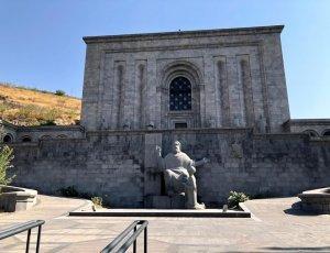 Памятник Месропу Маштоцу