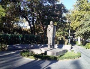 Памятник Уильяму Сарояну