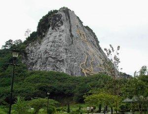 Золотой Будда на горе Кхао Чи Чан