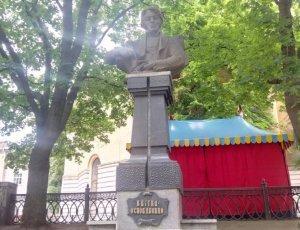 Памятник Квитке Основьяненко