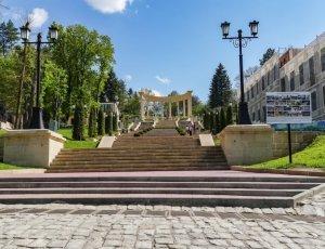 Колоннада Каскадной Лестницы