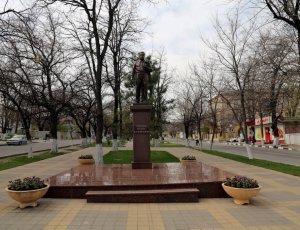 Памятник Л.И. Брежневу