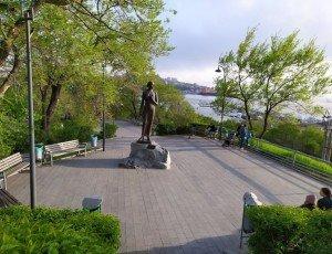 Памятник Катюше в сквере Моргородка