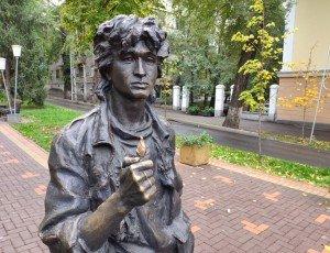 Фото Памятник Виктору Цою на улице Тулебаева