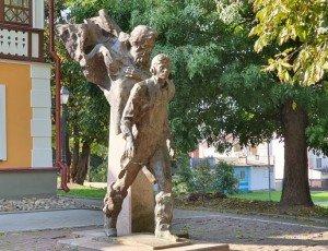 Памятник «Два капитана»